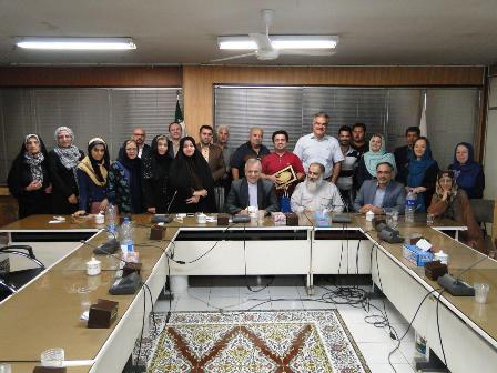نشست صمیمانه جمعی از سالمندان در کمیسیون فرهنگی شورای شهر